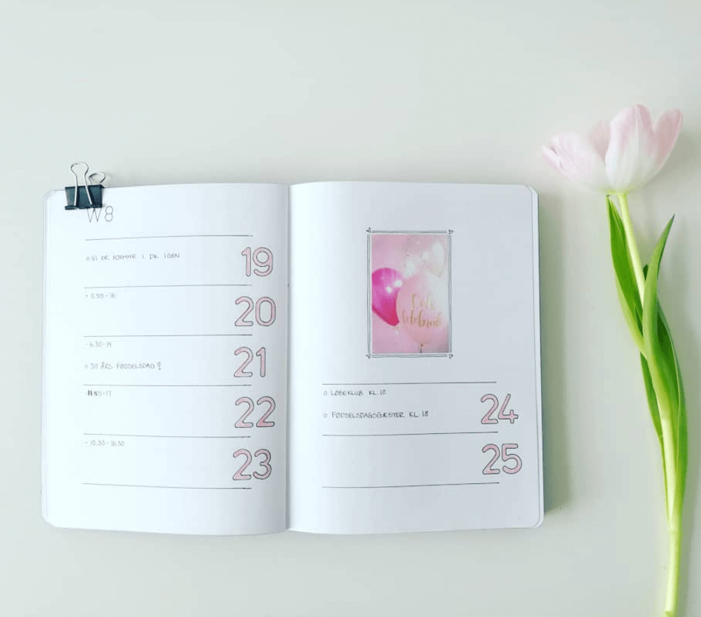 Pink Minimalist Bullet Journal Weekly Layout - 10 tips on how to create your own minimalist bullet journal - by forevergoodlife